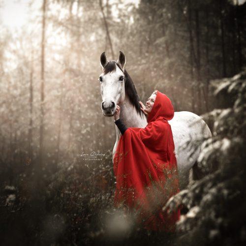 lauradijkslagfotografie paardenfotograaf heerde themashoots roodkapje
